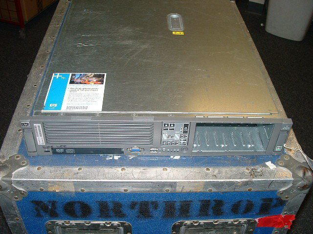 HP Compaq ProLiant DL385 G2 (414109-B21) Server
